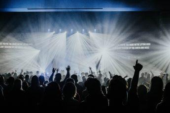 La iglesia que glorifica a Dios